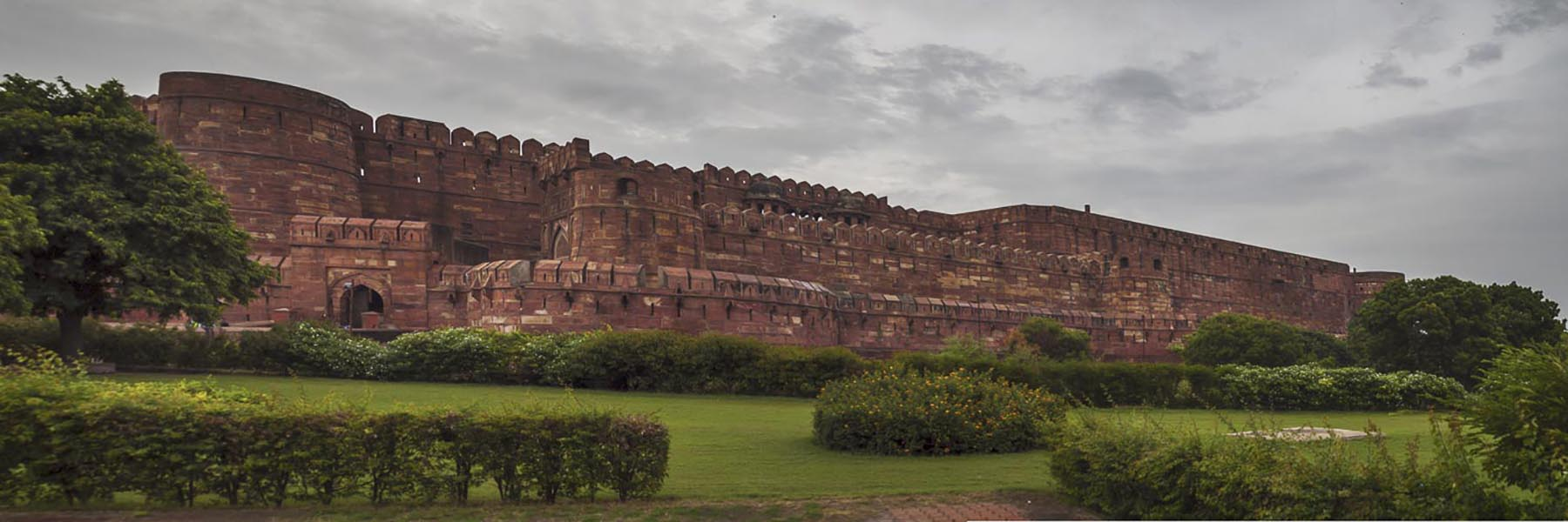 Visit the forts and palaces of India