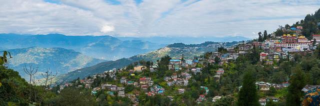 clear sky upon Darjeeling, West Bengal