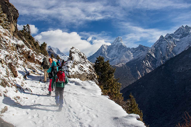 trekkers on everest base camp trek