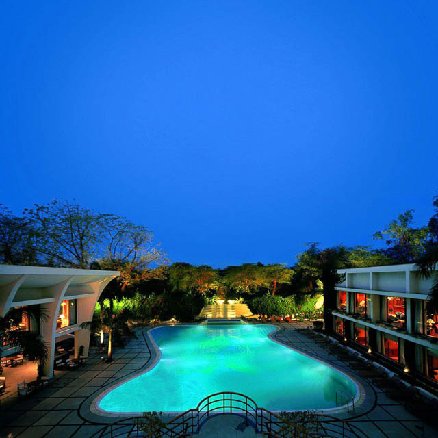 swimmimg pool lits up at night in the oberoi new delhi