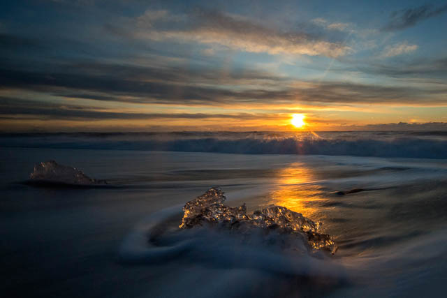 sunset acros beach in jokulsarlon iceland