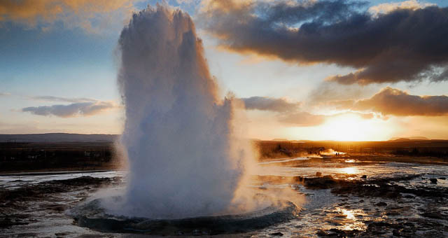 eruption of geysir iceland