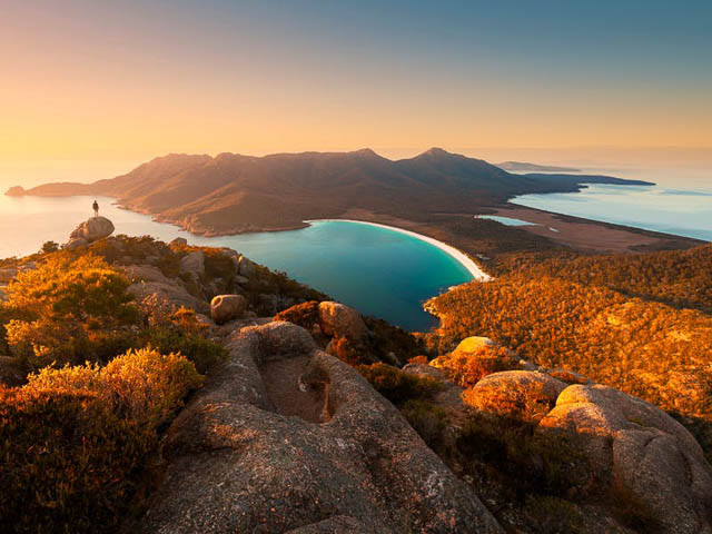 wineglass bay view on the edge of Freycinet National Park