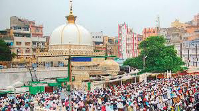 people praying near Ajmer sharif dargah Ajmer Rajasthan India